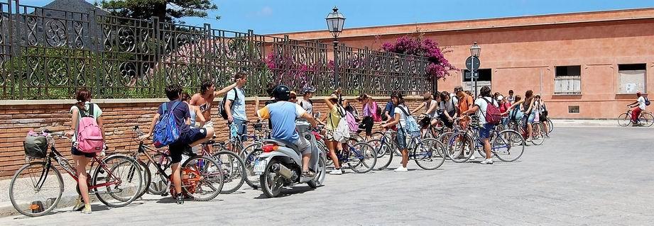 Noleggio bici, auto, scooter.
